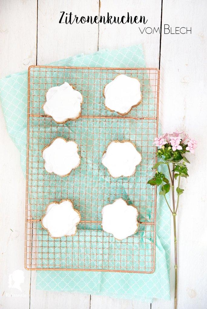 Zitronenkuchen vom Blech - veganes Kuchenrezept - Blechkuchen | relleomein.de #vegan #backen #thermomix #kuchen