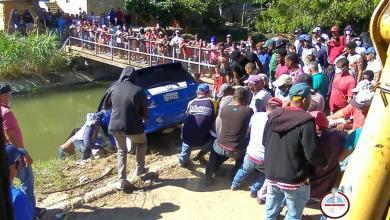 Photo of Joven Celenia Belliard cae en su vehículo al canal Fernando Valerio en Las Matas de Santa Cruz