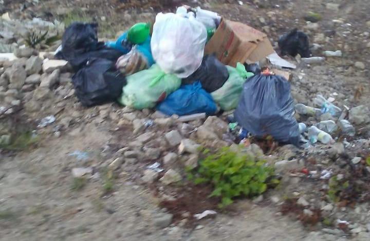 Photo of En Montecristi basura ahoga la comunidad de Judea Nueva.