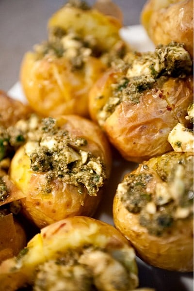 Easy Pesto Baked Potatoes #potatoes #reluctantentertainer