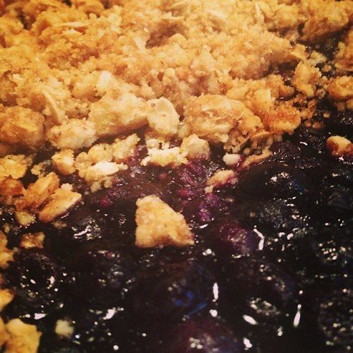 Blueberry Crisp | reluctantentertainer.com