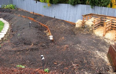 $5 Compost Bin with free pallets | reluctantentertainer.com