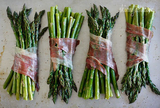 Roasted Prosciutto Wrapped Asparagus Bundles from SkinnyTaste