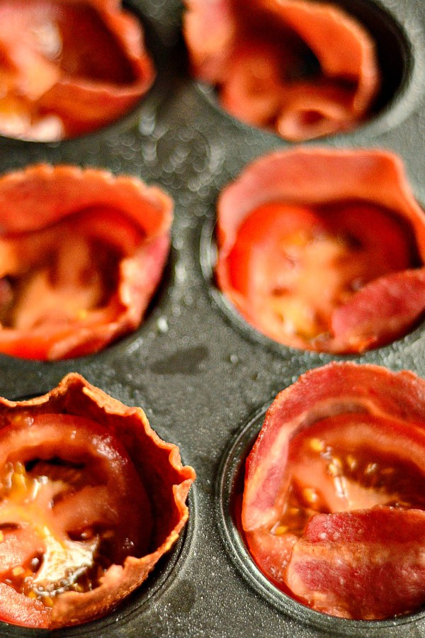 Baked Egg Tomato turkey Bacon Cups