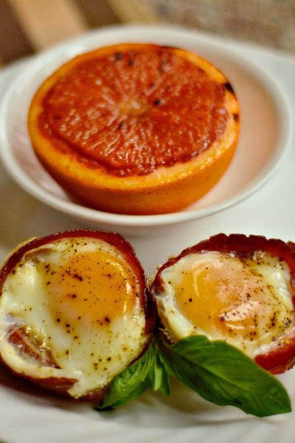 Baked Egg Tomato Bacon Cups