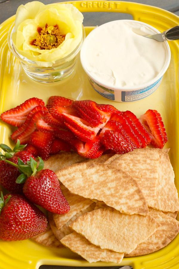 Galletas with Strawberries and Mascarpone Cheese