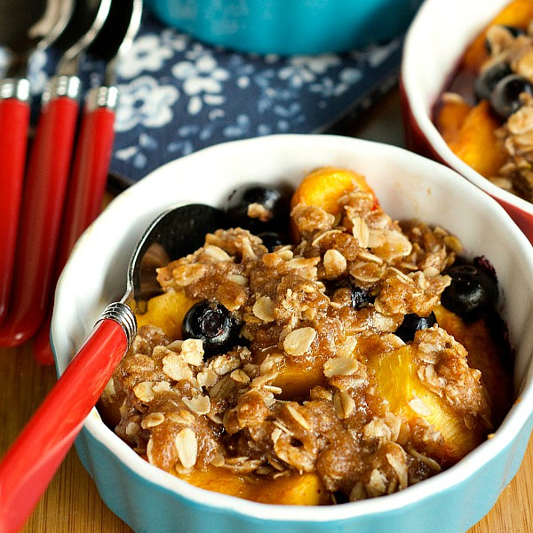 Peach Blueberry Crisp is perfect for a summer family meal, easy to make in 4 inidividual ramekin dishes.