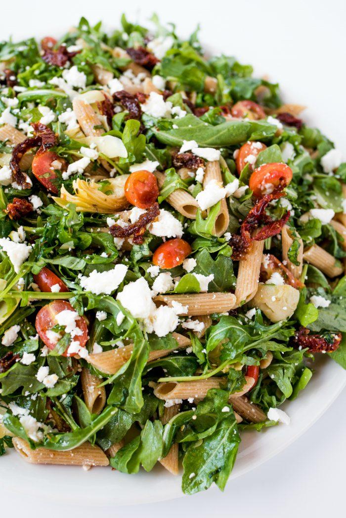 delicious arugula salad with artichokes