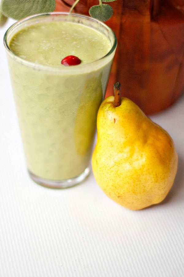 Recharge your batteries with this delicious Pear Spinach Smoothie