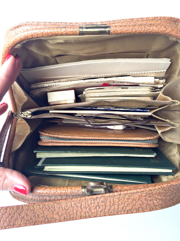 Ireland, Mom's purse