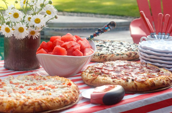 Summer Pizza Party with Easy Strawberry Lemonade