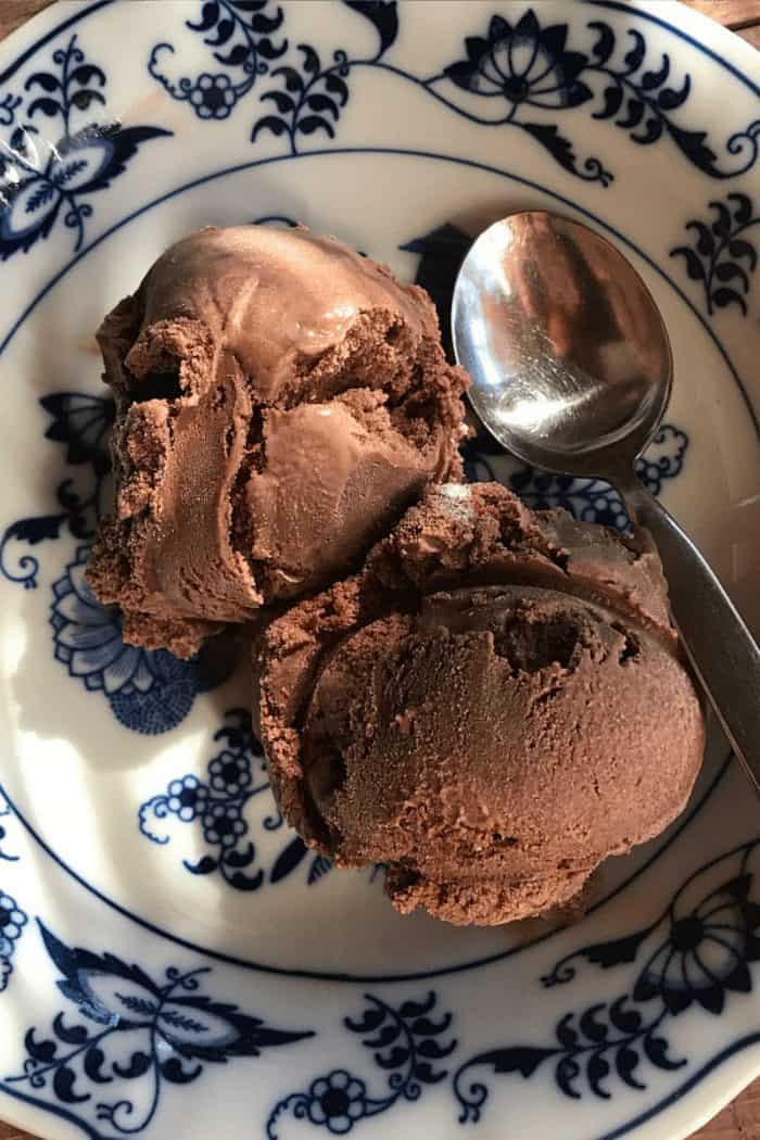 Old-Fashioned Homemade Chocolate Ice Cream
