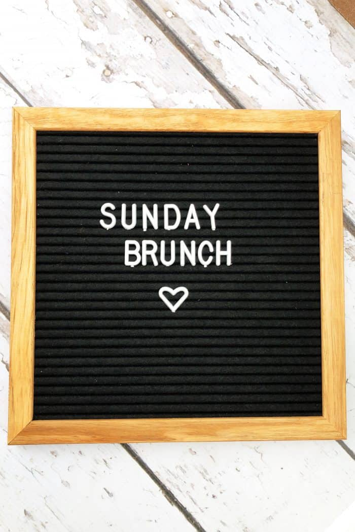 square board that reads Sunday Brunch