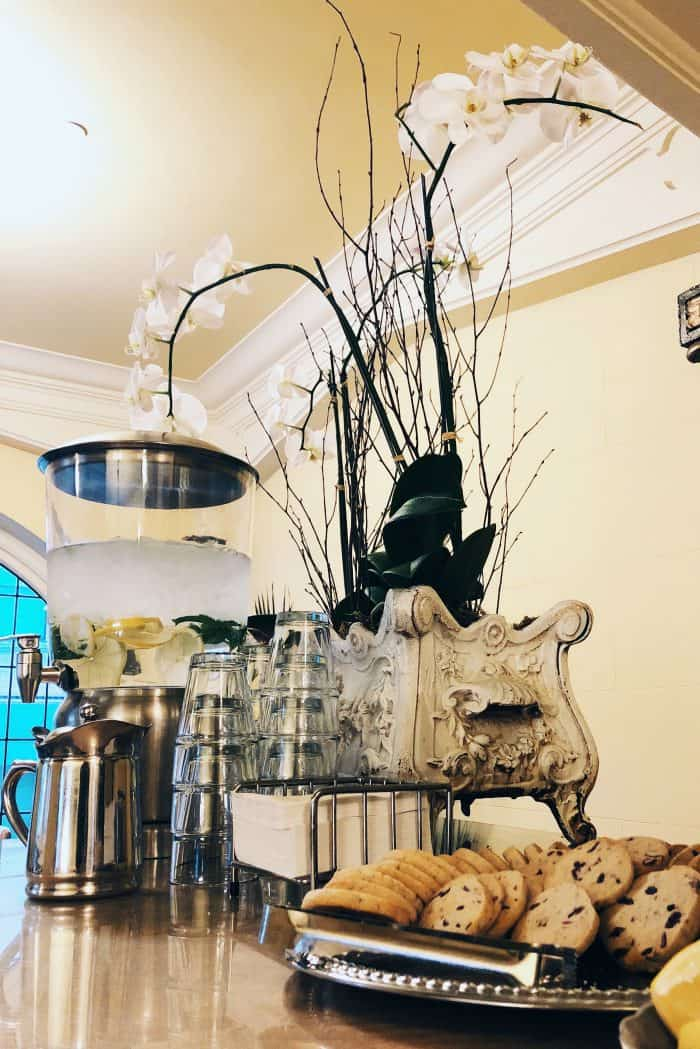 Ashland Springs Hotel Review in Ashland Oregon tea & cookies