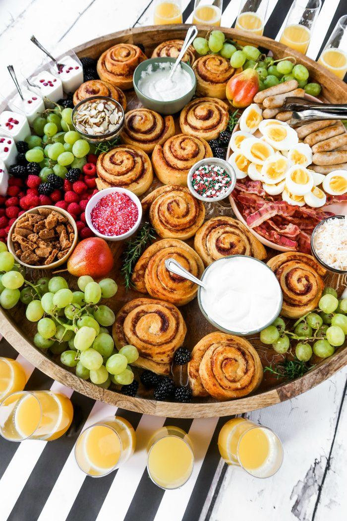 DELISH Christmas Cinnamon Roll Board