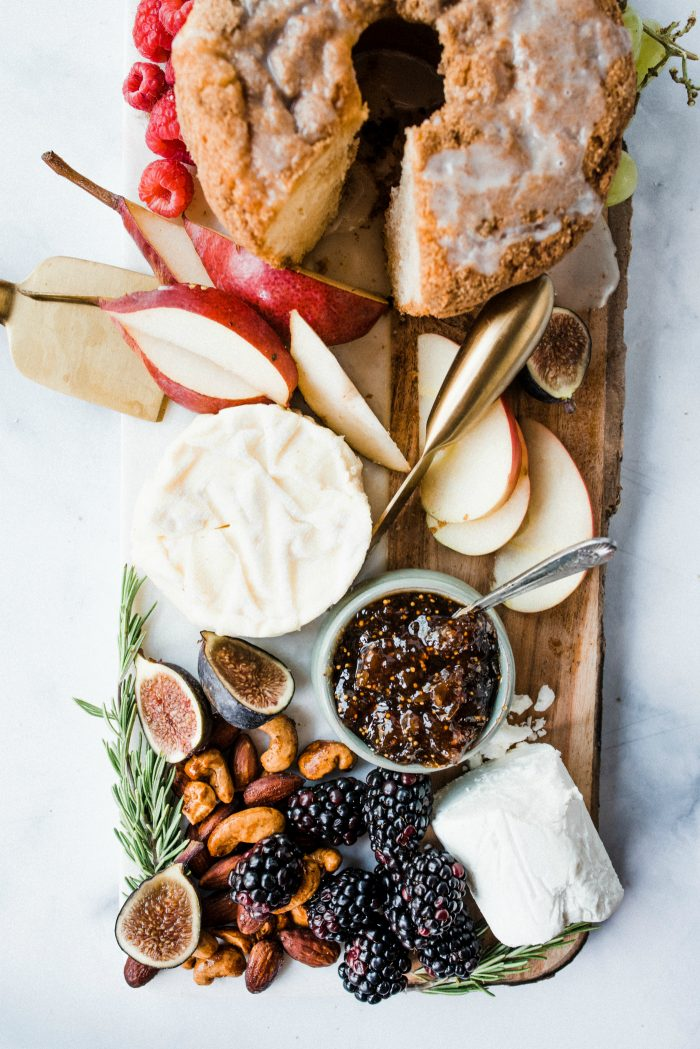 Easy Mini Christmas Cake Cheese Board
