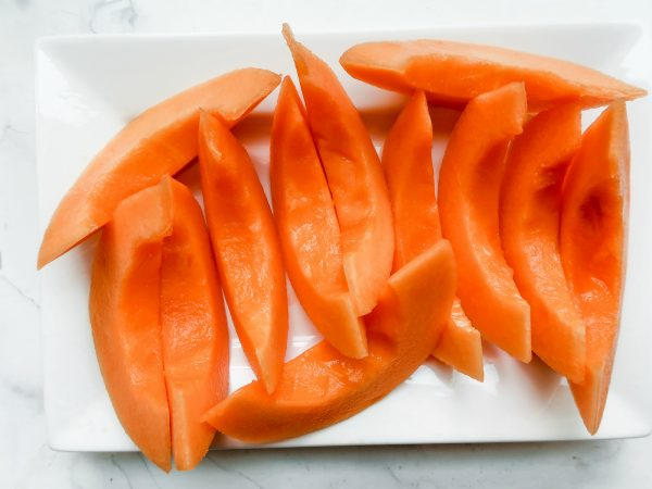 plate of cantaloupe slices