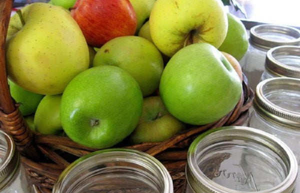 apples for apple pie in a jar