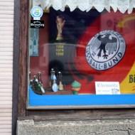 """Der Hipstler-Hotspot lockt mit der Dauerausstellung """"Die Chronologie der Deutschlandflagge von 1871 bis heute"""" sowie einer Sonderschau zum Thema """"Heim ins Reich - Deutschlandkarten wie sie früher waren und wie sie heute sein sollten""""."""
