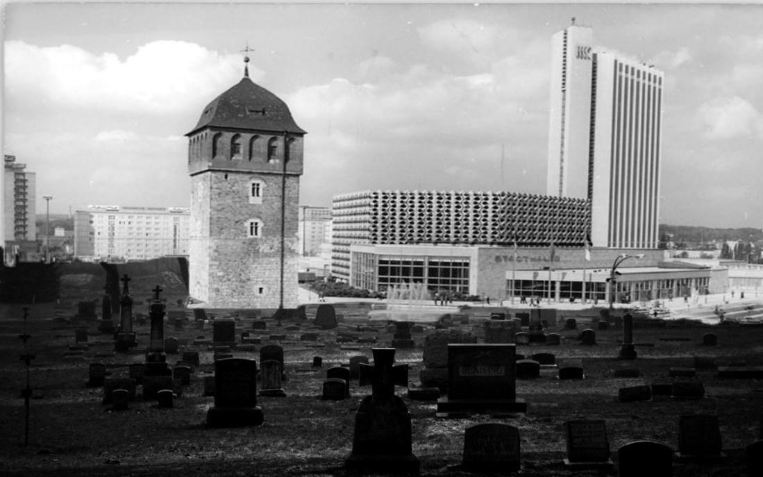 fantasy-dark-graveyard-tombstones-trees-death-crosses-1680x1050-1