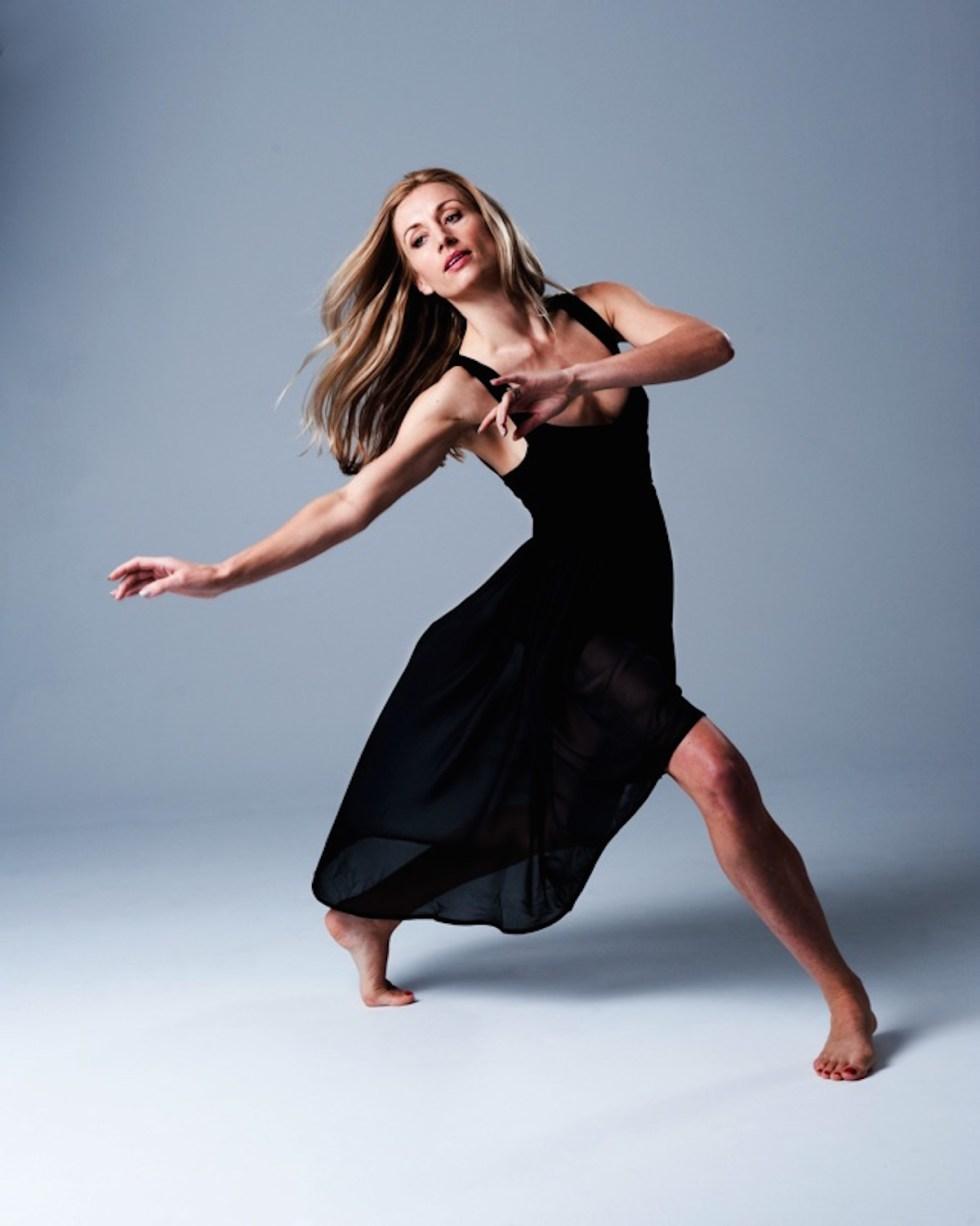 Sleek Technique's Flik Swan dancing online