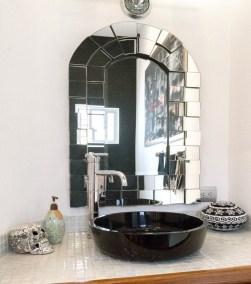 23 Algodones Black Bathroom