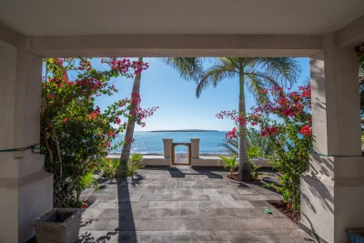 Beach house for sale in San Carlos