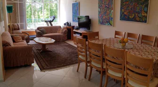 דירת 4 חדרים ענקית, עם מעלית וחניה בבר אילן בת ים