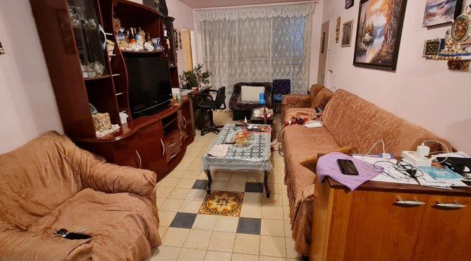 """דירת 3 חדרים, 65 מ""""ר, מרווחת מאוד ברחוב ניצנה,עמידר, בת ים ."""