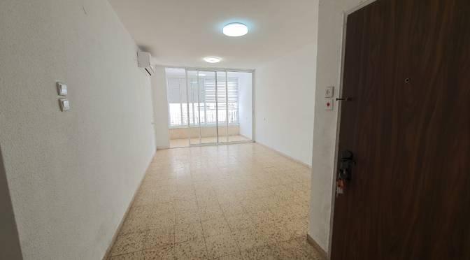 """2.5 חדרים, 70 מ""""ר ענקית ברחוב בלפור, מרכז, בת ים"""