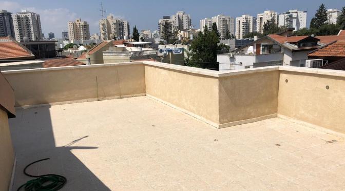 קוטג', 4 מפלסים, 7 חדרים + יחידת דיור מניבה ברחוב עזרה וביצרון, ראשון לציון.