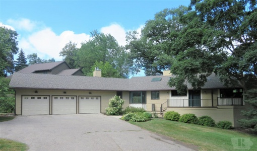 1725 Country Club, Marshalltown, Iowa 50158, 5 Bedrooms Bedrooms, ,3 BathroomsBathrooms,Residential,For Sale,Country Club,35017303