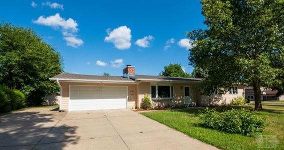 301 Sunset, Marshalltown, Iowa 50158, 4 Bedrooms Bedrooms, ,1 BathroomBathrooms,Residential,For Sale,Sunset,35017365