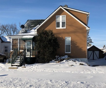 10 5th, Marshalltown, Iowa 50158, 6 Bedrooms Bedrooms, ,2 BathroomsBathrooms,Residential,For Sale,5th,35017723