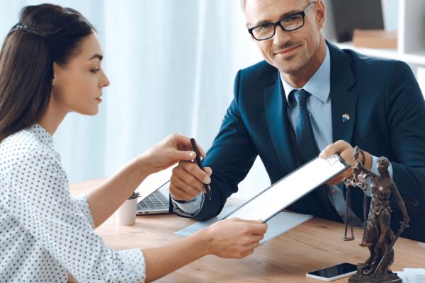 Por que o advogado pode ser um ótimo corretor de imóveis