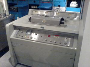 1200px-Ampex_VR1000A_(serial_329)