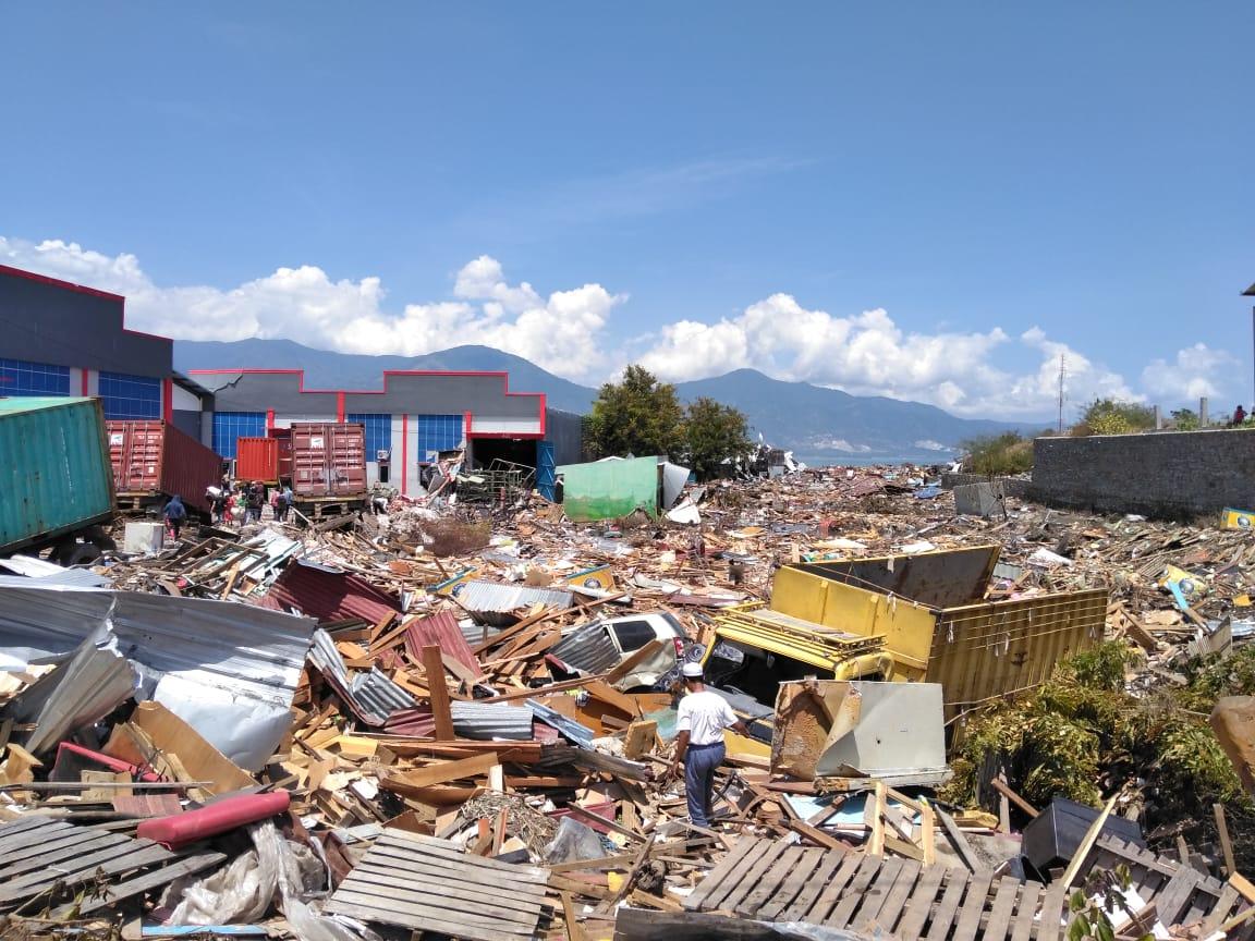 Pasca-Gempa-dan-Tsunami-Palu-Warga-Jarah-Pertokoan-dan-SPBU