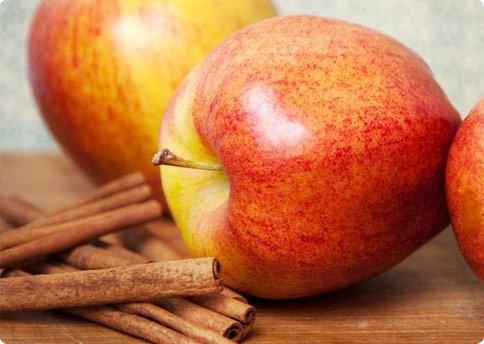 Agua de canela con manzana para adelgazar