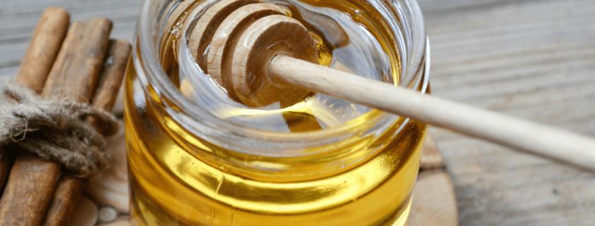 Para qué sirve tomar agua tibia con canela y miel