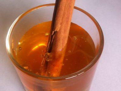 canela con agua y miel