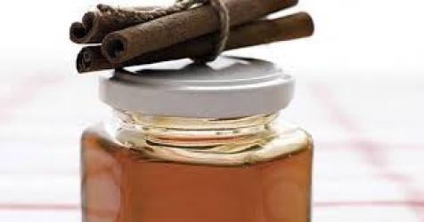 Para qué sirve la miel con canela y agua tibia