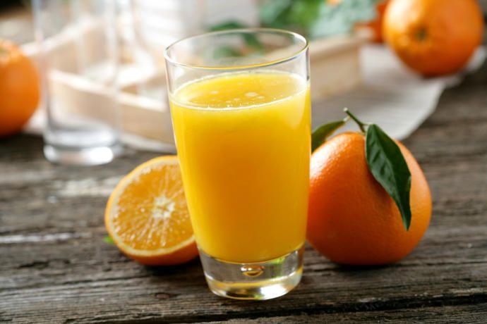 Bajar colesterol con zumo de naranja