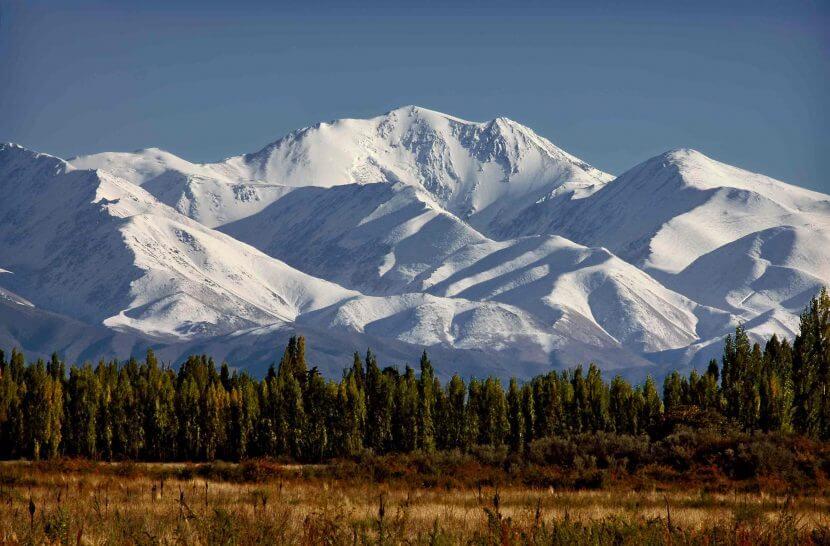 Paisaje de montañas en Mendoza