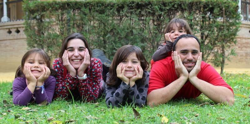 Familia posando para la camara