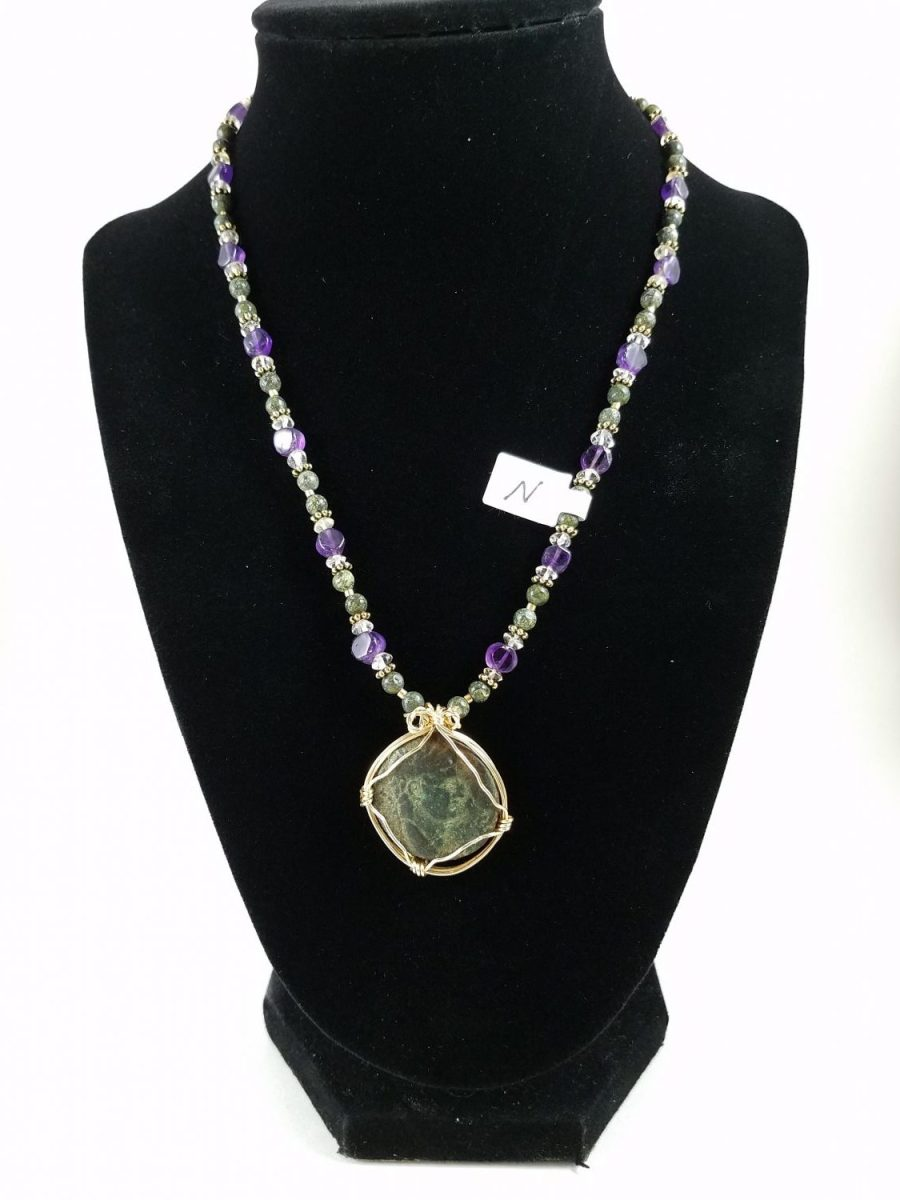 Necklace with green Nero coin with amethyst