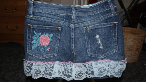 it even has a little rose on the back pocket