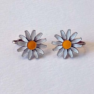 60s daisy earring-the remix vintage fashion
