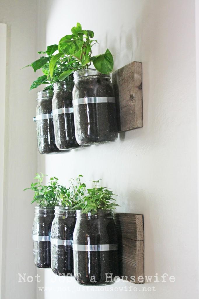25 Fantastic Indoor Herb Garden Ideas   Tipsaholic.com #herbs #garden