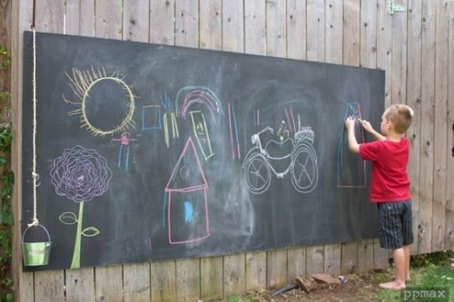 tipsaholic-outdoor-chalkboard-apartment-therapy