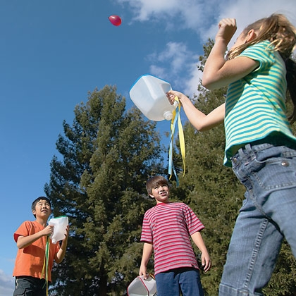 tipsaholic-water-balloon-catch-spoonful